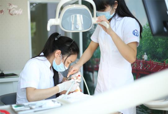 Các dịch vụ tẩy trắng răng tại Nha Khoa Quốc Tế